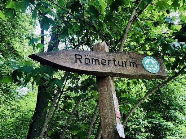 Wegweißer Römerturm